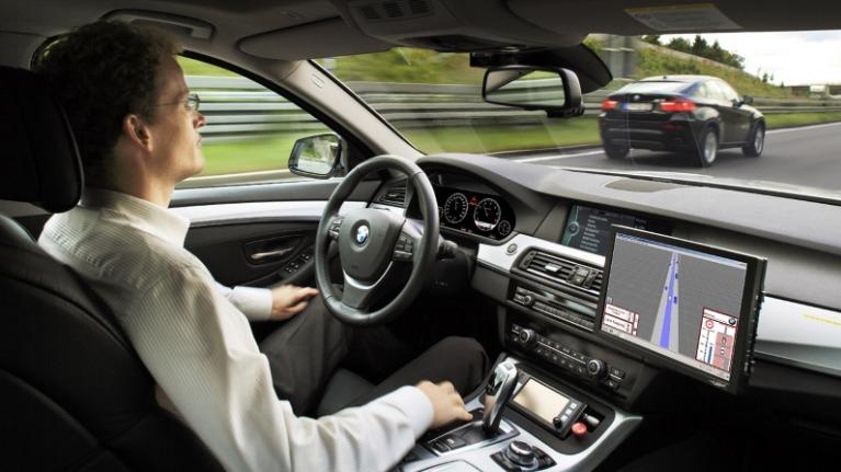 Zelfrijdende auto met 5G
